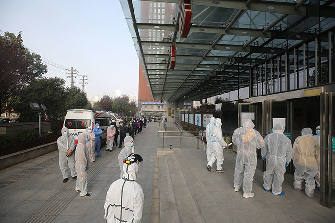 atients who recovered from the 19 coronavirus wear protective clothing as they line up to be tested again at a hospital in uhan in hinas central ubei province on arch 14 2020  hina reported 11 new infections of the coronavirus on arch 14 and for the first time since the start of the epidemic the majority of them were imported cases from overseas  he ational ealth ommission said there were four more people infected in ubeis capital uhan where the virus first emerged in ecember hoto