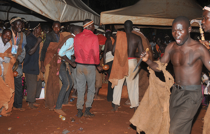 embers of the aswezi community performing rituals as the body was taken for burial  hoto by onald iirya