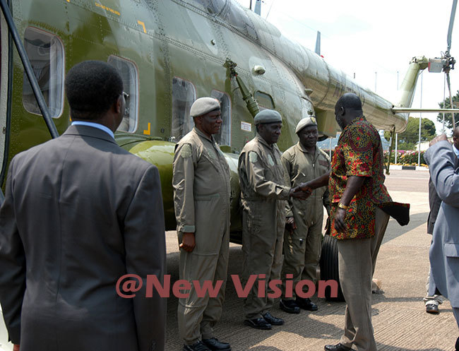 r arang on his arrival at ntebbe airport before heading to wakitura to meet resident oweri useveni on uly 29 2005