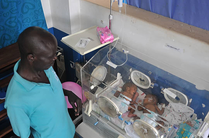 mmanuel uma was blessed with twin girls at hinaganda riendship ospital in aguru hoto by lfred chwo