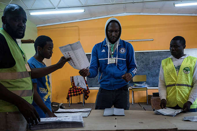fficials count ballots at a polling station in a primary school in avington a suburb of airobi where 659 voters are registered and where only 167 persons voted on ctober 26 2017  hoto  redrik erneryd