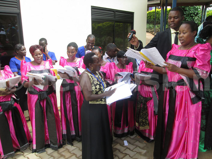 he chapel choir of ganda artyrs ospital ubaga in action during the commissioning of octor oser aternity ard on riday