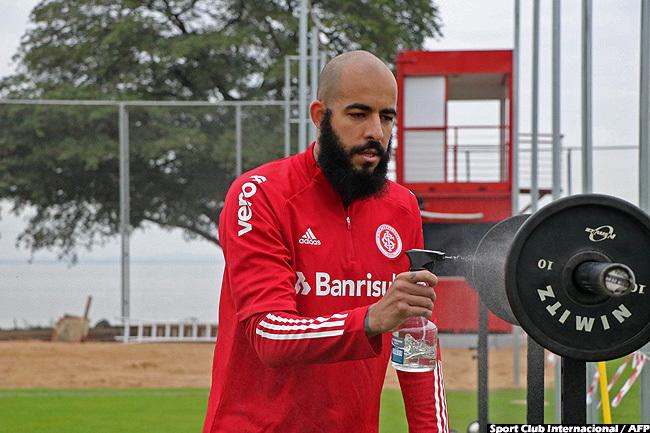 port lub nternacional goalkeeper anilo ernandes disinfecting equipment before a training session at the eira io stadium in orto legre