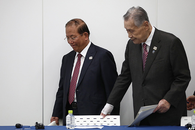 of the okyo 2020 lympics oshiro uto  and okyo 2020 president oshiro ori arrive to take part in a press conference in okyo on onday