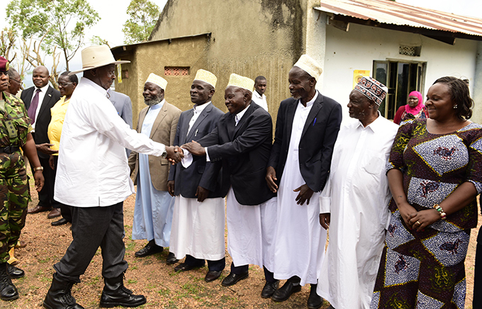 useveni meets muslim leaders from aterera  hoto