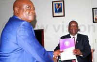 Kivumbi hands over office to Bigirimana