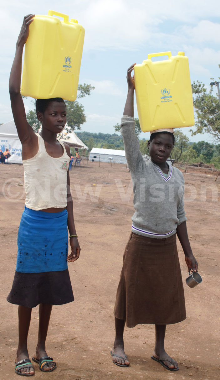 irls carrying jerry cans containing water at ibibidi settlement in umbe district on riday