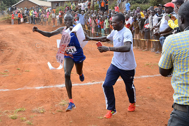 ndrew wemoi crosses the line in first to win the mens 10km race during the eamganda okyo 2020 run at the oma round
