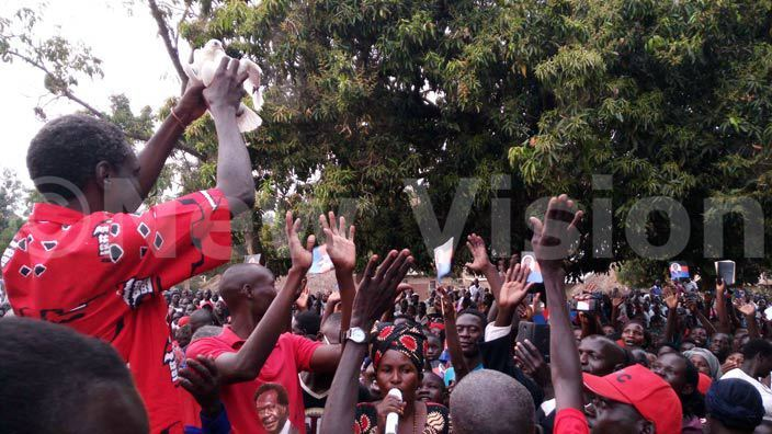 kena releases a white dove during campaigns to signify peace e vowed to work with resident useveni