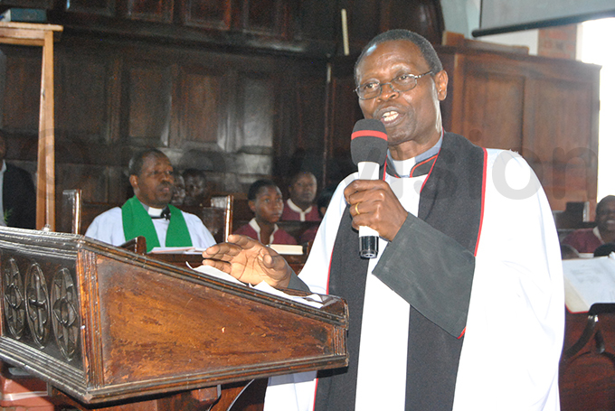 ev zra usobozi preaching during the service hoto by ogers unday