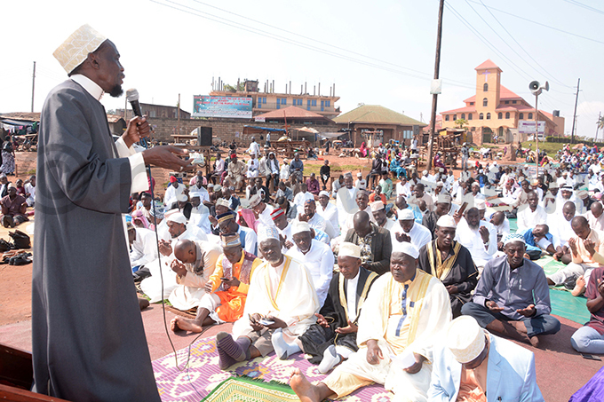 heikh uleiman akeeto addressing members of the abliq community during id prayers at lock ower hoto y odfrey imono
