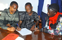 Fresh Kid's father and manager sign pact