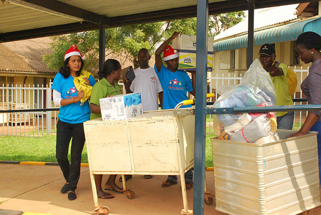 atel and officials from the nternational edical oundation pushing trolley carrying some of the items they donated to malnourished children at the wana ugimu  ward