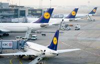 Lufthansa pilots extend strike as hundreds of flights grounded