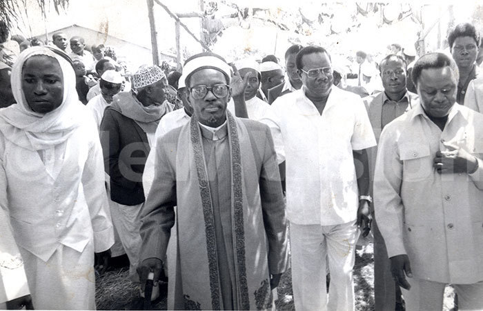 assim ulumba  ice president in of efence aulo uwanga flanked by assim ulumba chif hadhi to attend prayers at pigi district