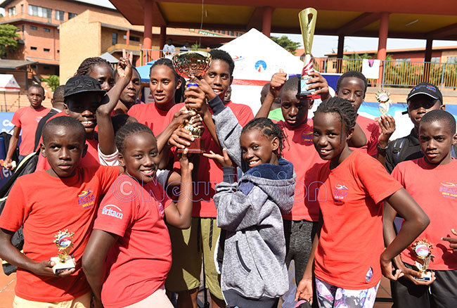 eals wim lub swimmers celebrate with their trophies after beating seven other clubs to the eals nvitational wimming ala 2019 at ampala arents school