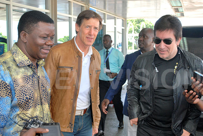 vangelist rake anaabo with srael guests at ntebbe irport on uesday afternoon