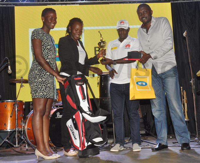 unner up rene akalembe 2nd  receives prizes from astle ites uliana sentamu and s eggie afeero hoto by ichael subuga