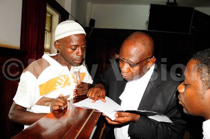 aden shiraf talks to his lawyer adslaus wakafuzi at igh ourt where he was facing trial of the murder of ria ugembe arch 092016