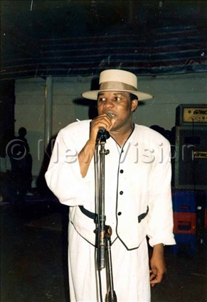 anda ongoman on the microphone at gaba beach on 27th ctober 1991 and this was his last concert which attracted hundreds