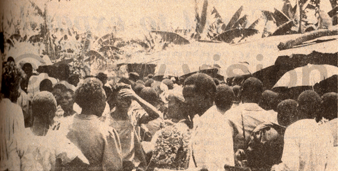 he scene outside anyongas house with frantic people milling about in the hope of getting the special soil ile hoto