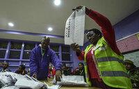 Kenya election: Kenyatta in early lead