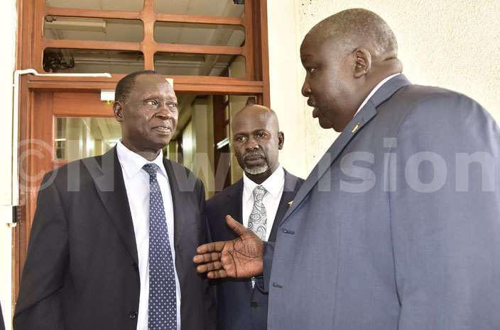oreign ffairs tate inister kello ryem chats with bale  ack amang amai and asiro ounty  kupa lija after appearing before the public accounts committee of parliament