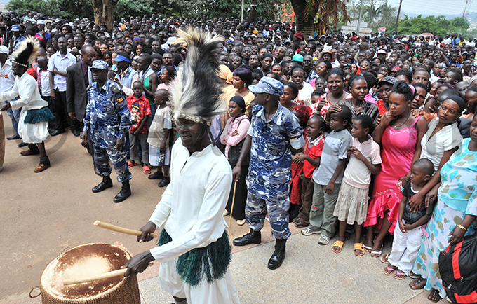 undreds turned up at ubaga athedral to witness the wedding