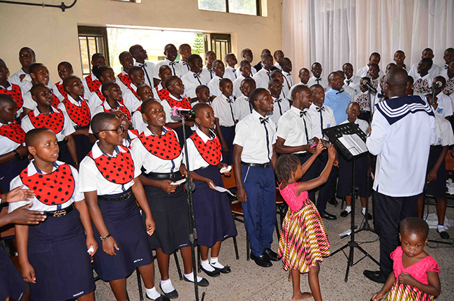he students choral ensemble of t arks ollege amagoma leading the singing during the schools thanksgiving service