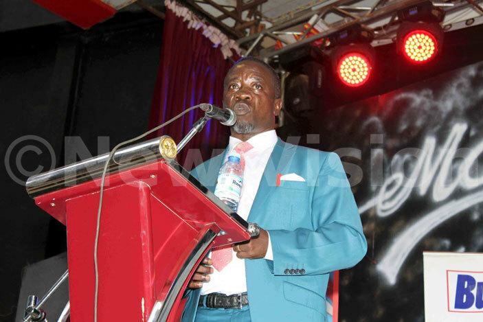 usiness man ilson ukiibi uzzanganda delivers his speech at the iiya sente usiness forum