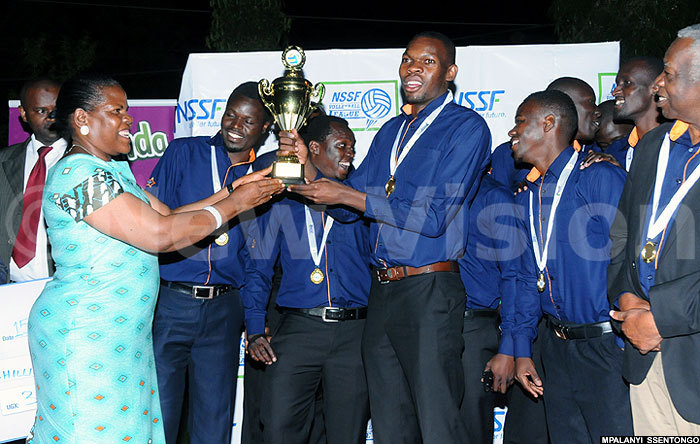 emo tars volleyball team captain eorge poru receiving the champions trophy and a sh3m dummy cheque from the chief guest