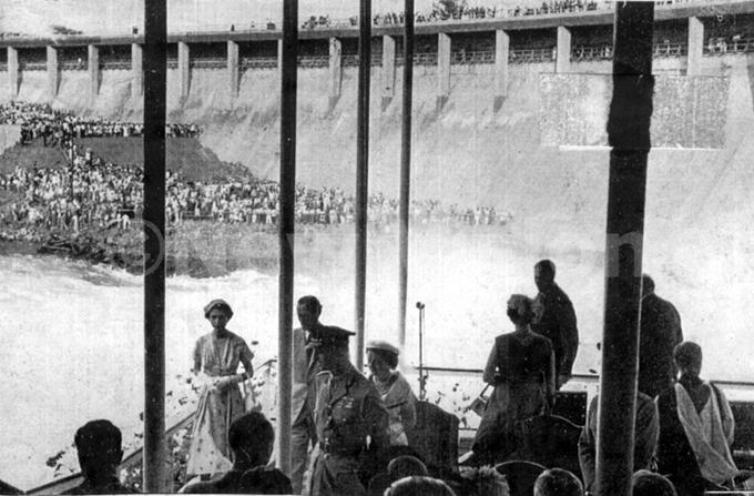 ueen lizabeth  at the shores of wen alls am in inja 1954