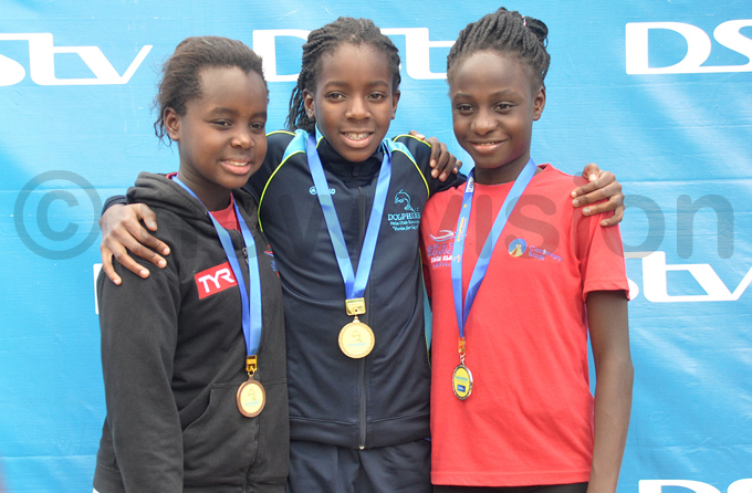 eals lexis ituuka  olphins irabo amutebi and aya alonda peera pose with their medals hoto by ichael subuga
