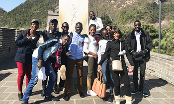 The huwaei seeds for the future students at the great wall of china posing by chairman mao s inscription saying if you havent climbed the great wall then you are not man enough 350x210