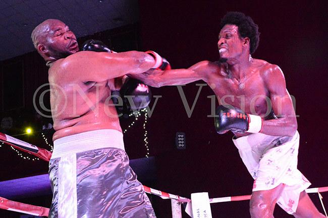 hafik iwanuka right fights imbabwes hamsanq ube for the frican heavyweight title hoto by ichael subuga