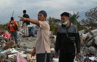 Aid pours into Indonesian city stricken by quake-tsunami