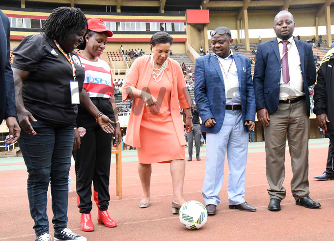 ommonwealth secretary general atricia cotland kicks a ball to officially open the ommonwealth outh up at amboole tadium hoto by palanyi sentongo