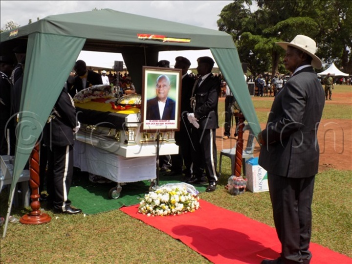 Museveni during the burial of Maumbe in 2017