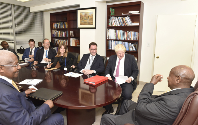 useveni meeting ohnson 2nd  and his delegation  hoto