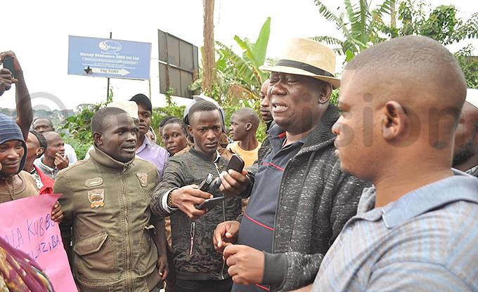 ubaga ivision  ato ubwama left addresses the protestors outside the facility hoto by onsiano simbi
