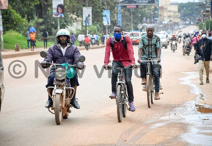 eople use bicycles as alternative means of transport as advised by the president hoto by iriam amutebi