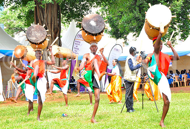 ancing troupe entertain guests
