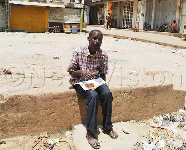 man eating ikomando outside the ld taxi park hoto by eginah alunga