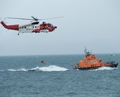 irish-coastguard-helicopter-rnli-rescue-demonstartion