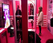 barbie-dream-closet-kiosk-example-of-webcam-social-shopper