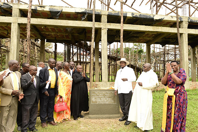 he resident also unveiled a plaque at aterera atholic hurch  hoto