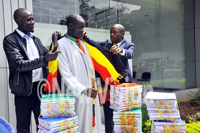 imon  anyera dressing  awyer  ale abirizi and  saac  semakade from the egl rains rust flagging    ale to the  ast frican ourt  over the  residential age limit at the upreme ourt ampala ct 16 2019hoto by ilfred anya