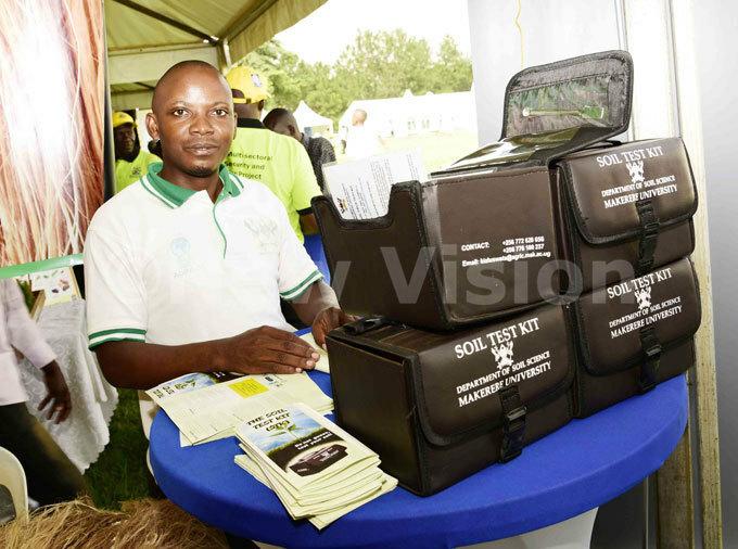 akerere niversity official exhibiting the mobile soil testing kit during the orld ank pen day