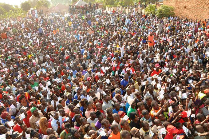 he crowd at obi ines rally hoto by shraf asirye