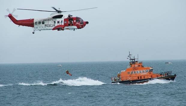 irish-coastguard-helicopter-rnli-rescue-demonstartion